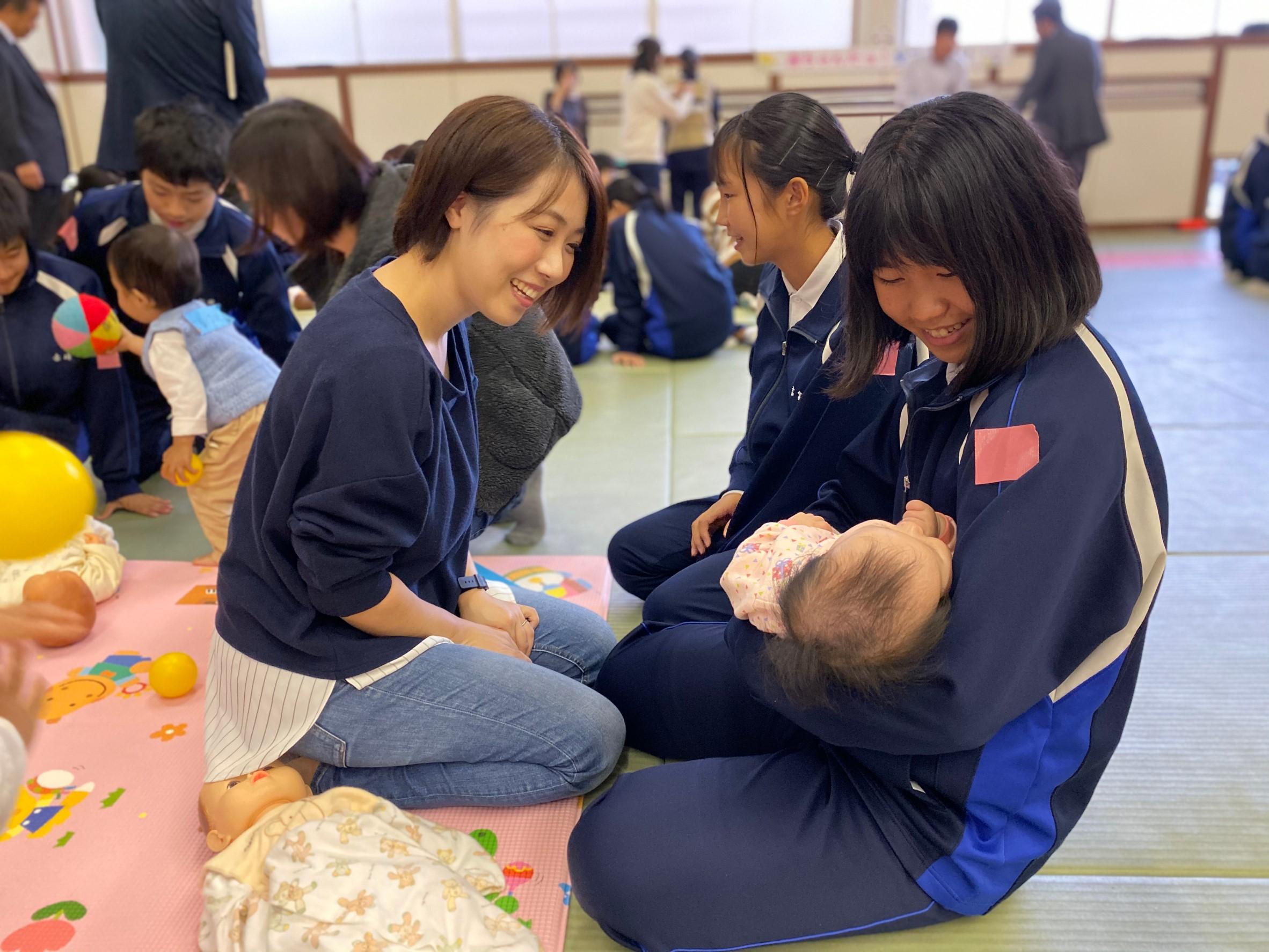 赤ちゃんふれあい体験in勝山中学校